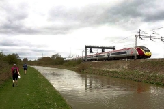 Oxford Canal, nearly to Hopsford Aqueduct with West Coast Mainline on right.
